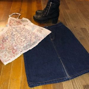 Dark wash Gap Denim Skirt NWOT Sz 4